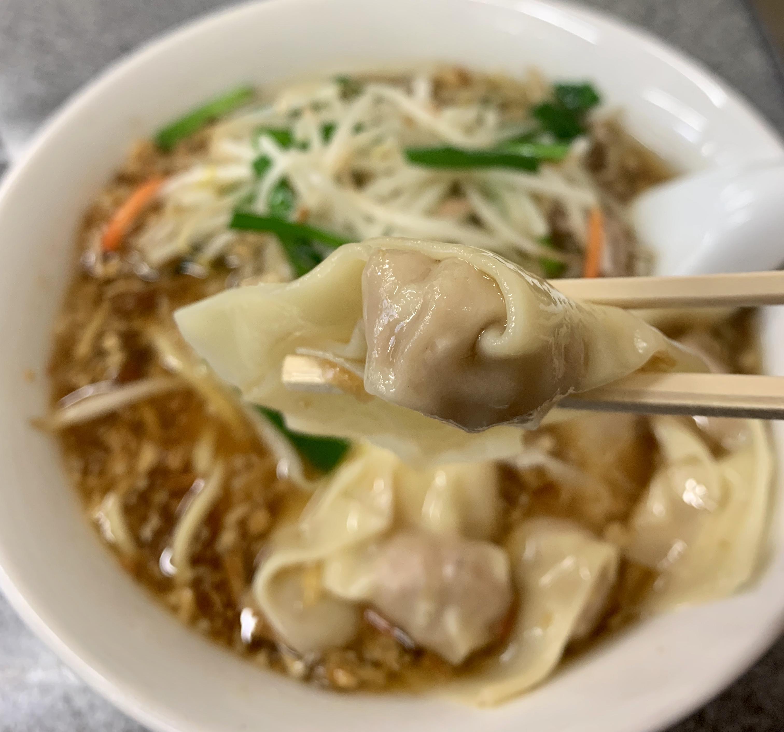 渋谷「喜楽」のもやしワンタン麺のワンタン