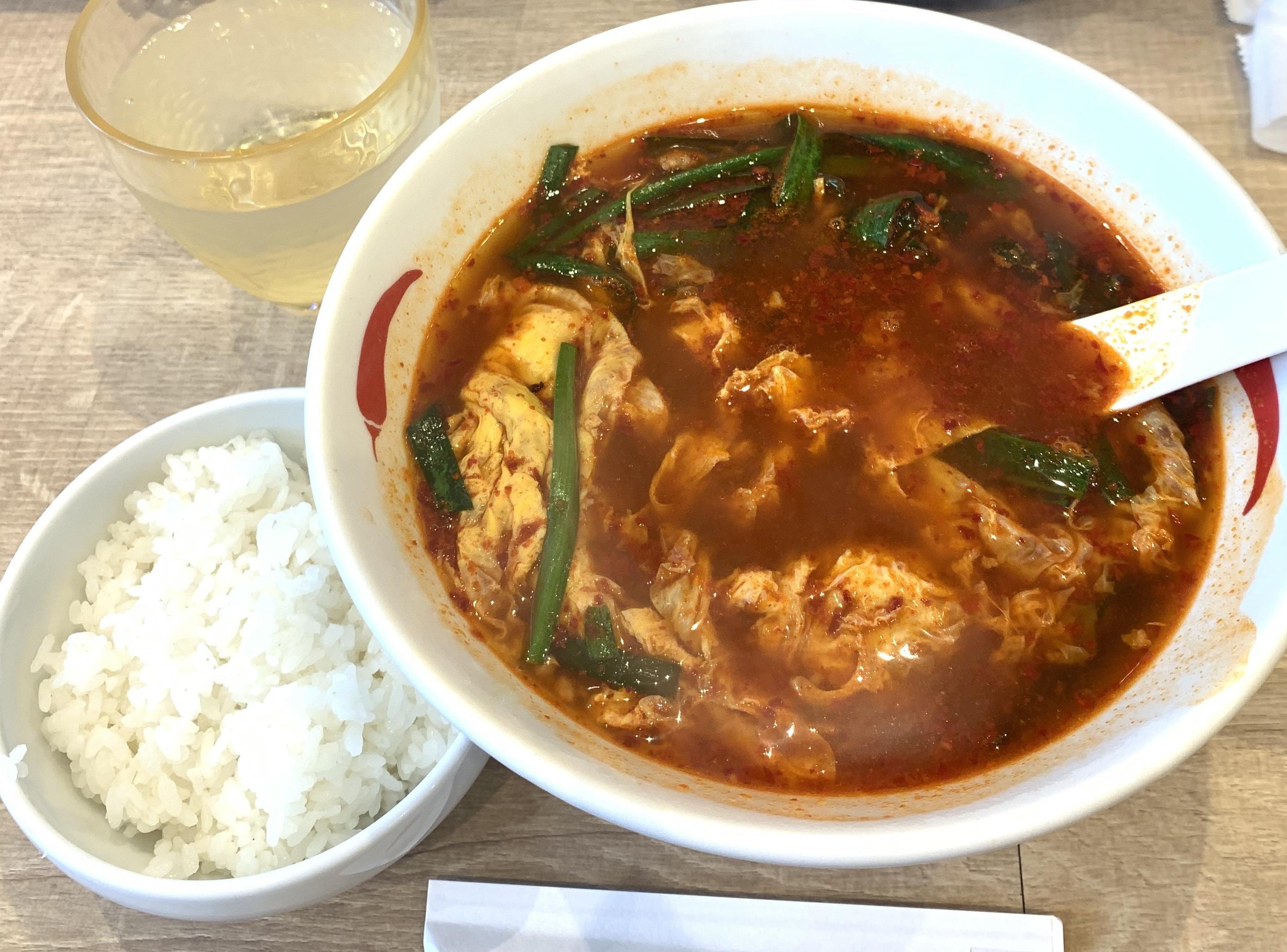 渋谷の辛麺屋一輪の辛麺と半ライス